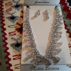 Jewelry - Set of necklace and earring